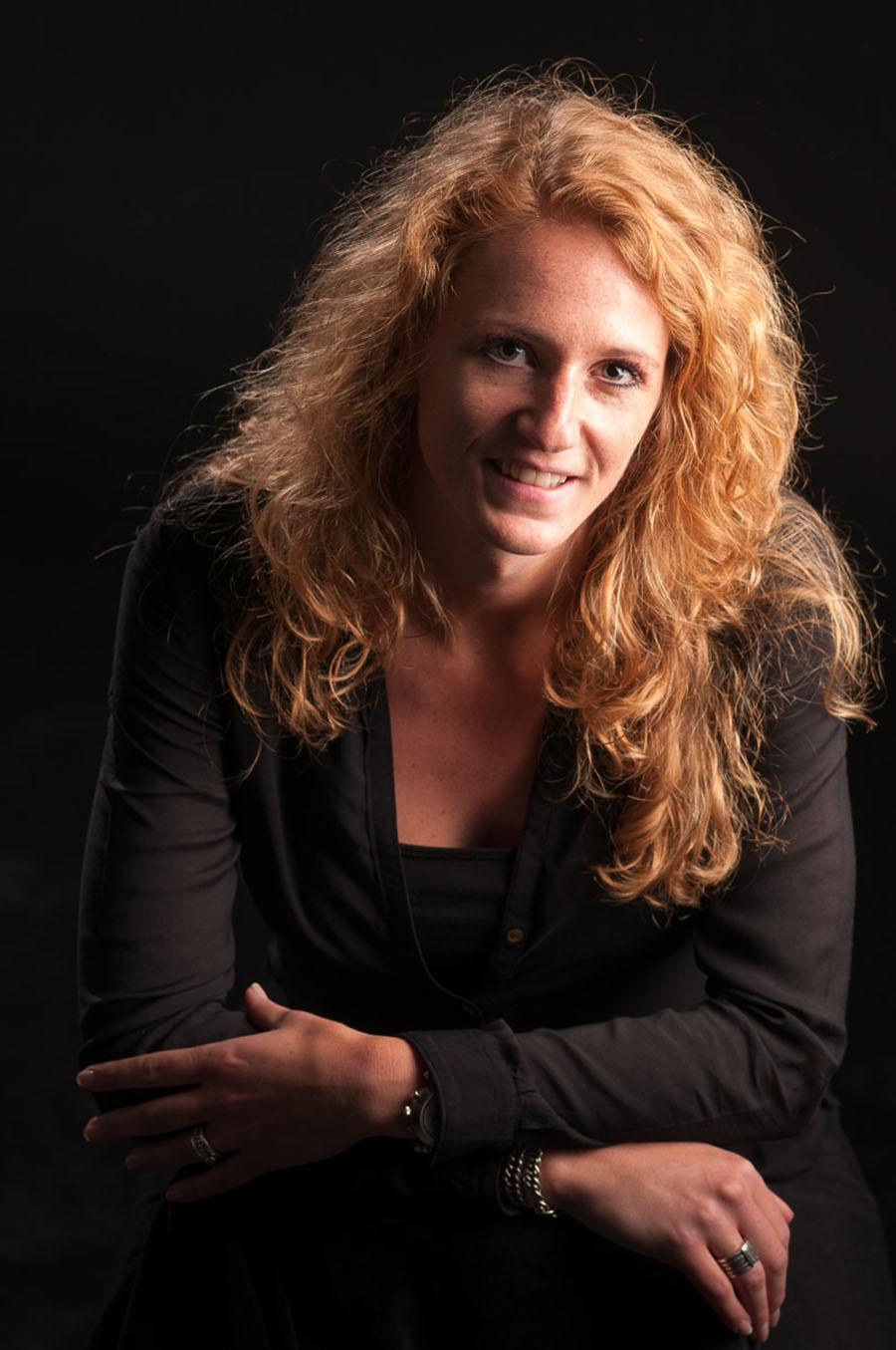 Bedrijfsfotografie zakelijk portret vrouw studio