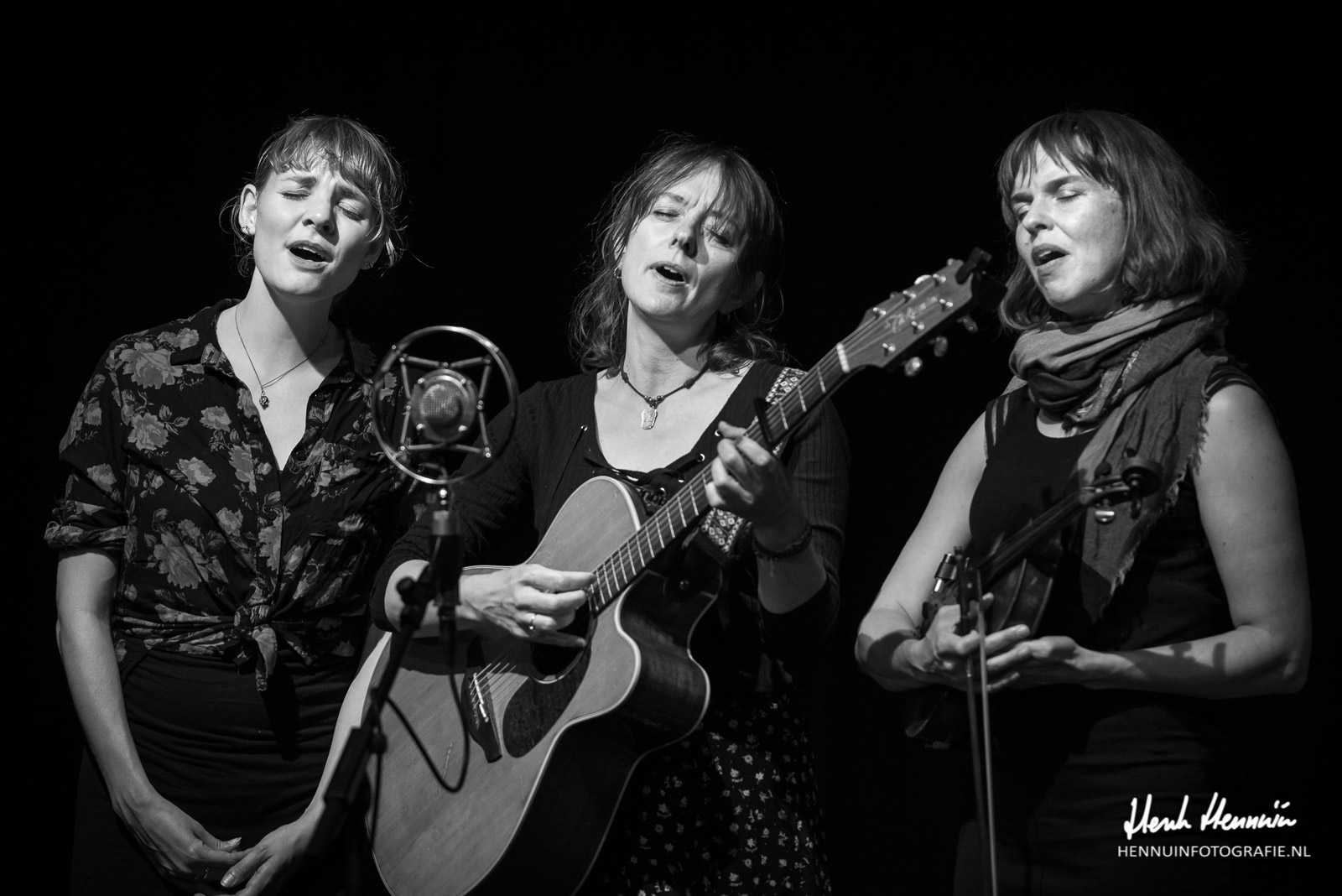 The Lasses & Kathryn Claire | Concert | Close-up