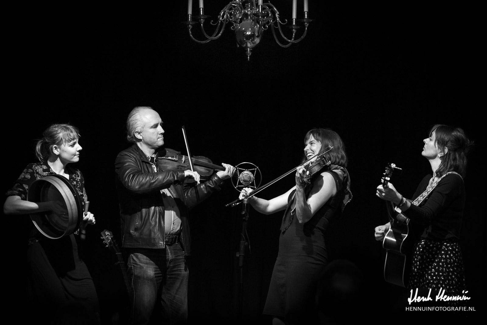 The Lasses & Kathryn Claire | Concert | met Joost van Es