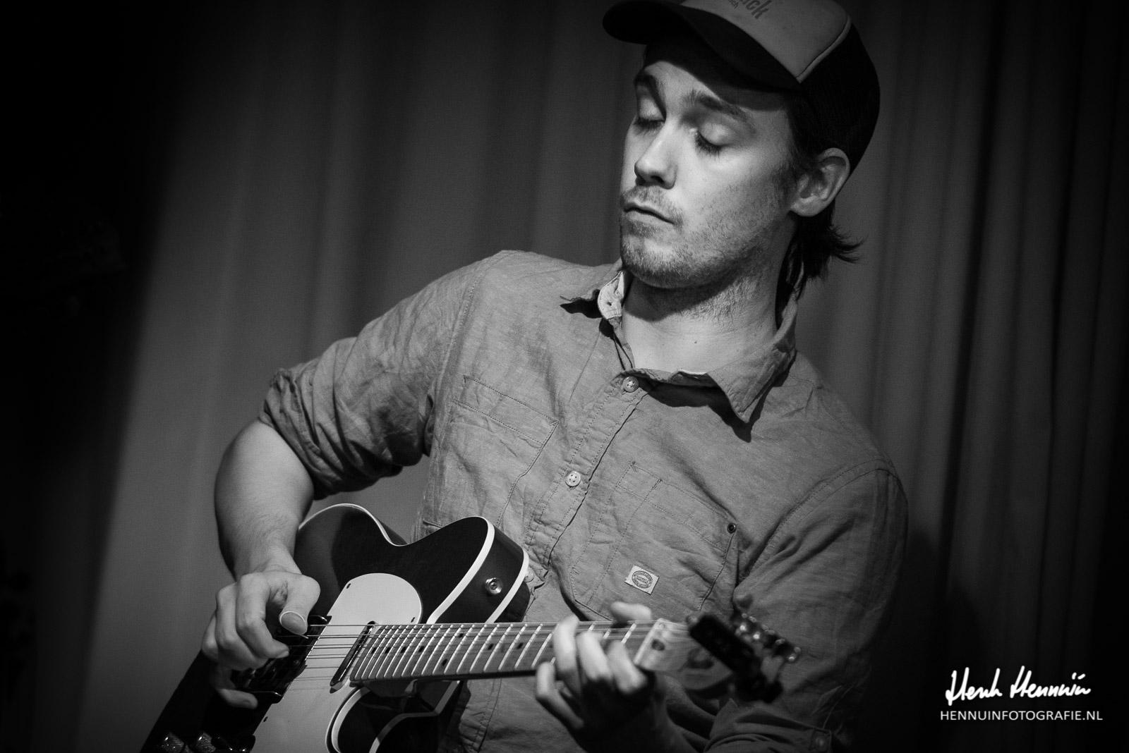 Cousin Hatfield Concertfoto gitaar