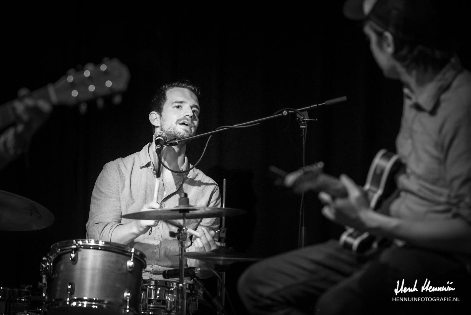Cousin Hatfield Concertfoto drummer